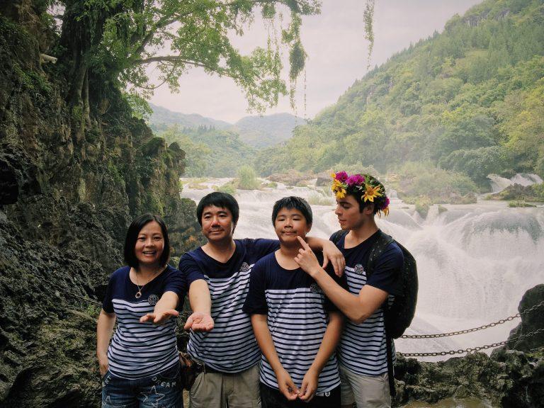 Riley Reardon with his host family (Zhuhai 2016)