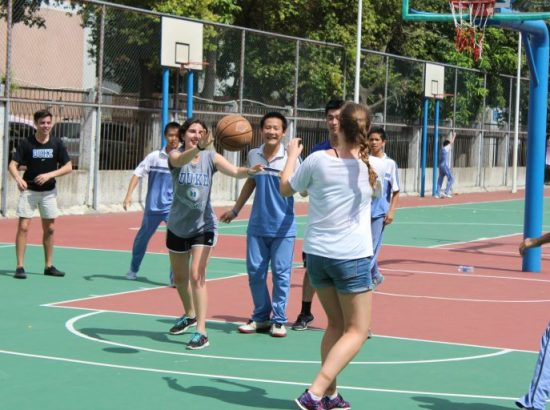 DukeEngage students play basketball with students in Zhuhai 2016