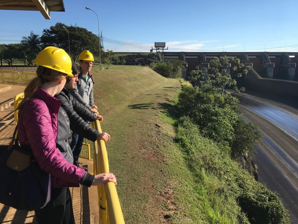 Students overlooking the Itaipú Dam