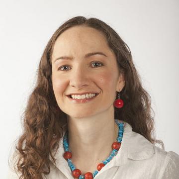 Headshot of Dalia Patino